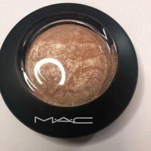 Mac mineralized skin finish